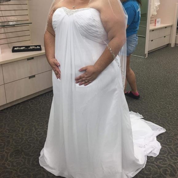 Dresses & Skirts - Plus size 24 Wedding dress